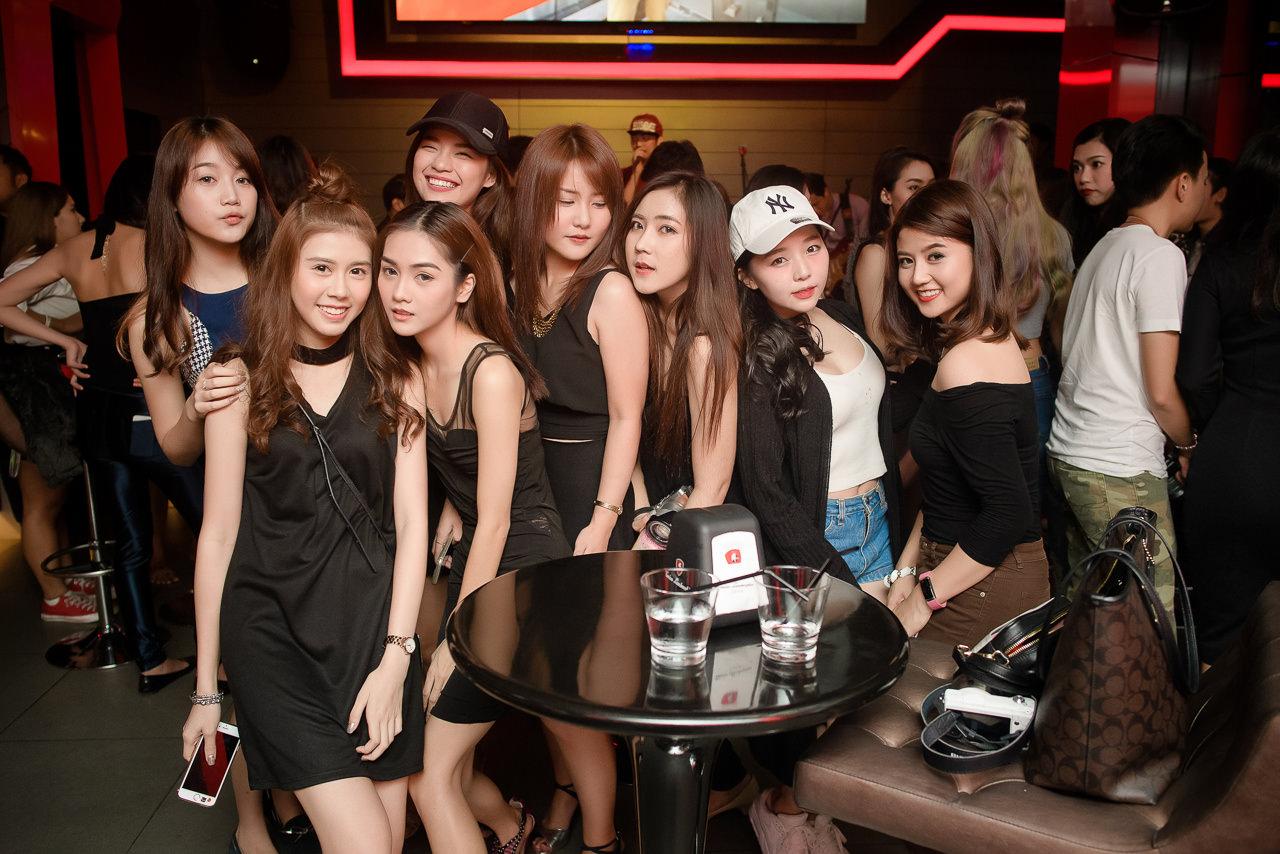 Thai Cute Girl Party at Tonino Lamborghini, Soi Ekamai